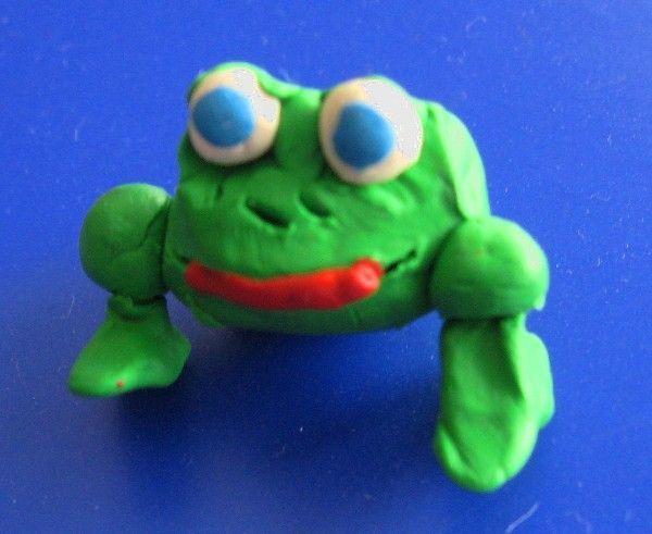 Пластилиновая лягушка от моего первоклассника - забавная и веселая.  В-общем симпатяга, это и поделки касается...
