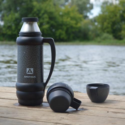 термос питьевой на природе